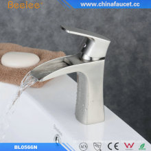 China Waterfall Bathroom Basin Fregadero de lavabo Martillo Del Agua